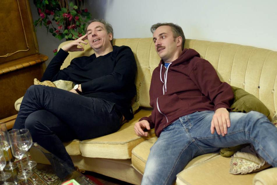 """Olli Schulz (links) und Jan Böhmermann entschuldigten sich im gemeinsamen Podcast """"Fest und Flauschig"""" bei Frau Schmidt. (Archivbild)"""