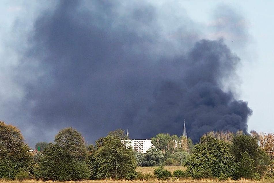 Gigantische Rauchwolke über der Stadt: Was fackelt hier ab?