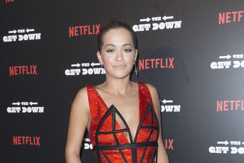 Auf dem Roten Teppich präsentiert sich Rita Ora (25) eher in eleganten Roben.