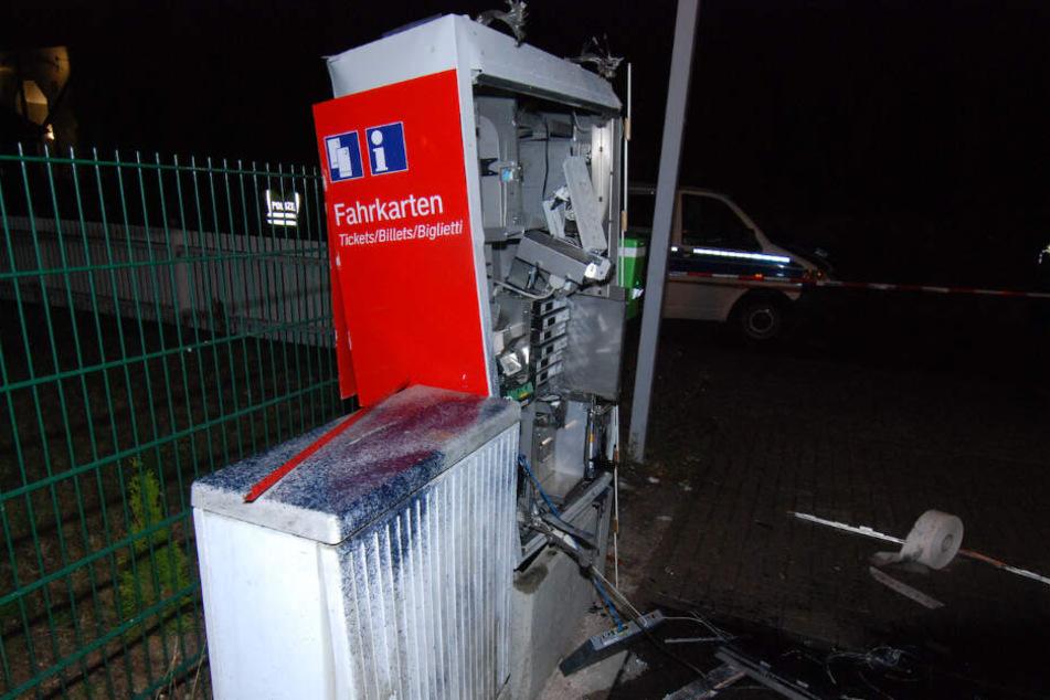 """Täter sprengen Ticket-Automat und erleben """"blaues Wunder"""""""