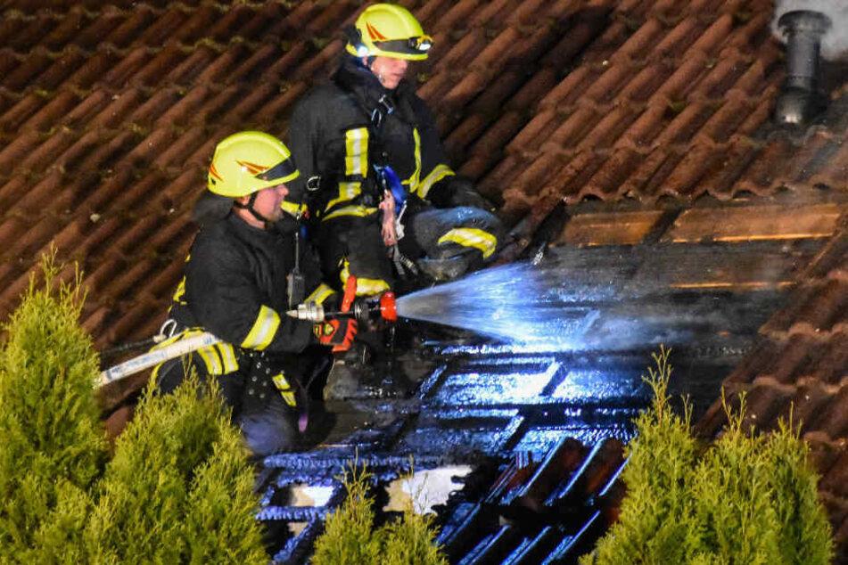 Mülltonnenbrand setzt Dachstuhl in Flammen