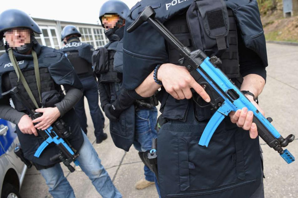 Hessens Polizisten werden für den Fall von Terroranschlägen ausgestattet. (Symbolbild)