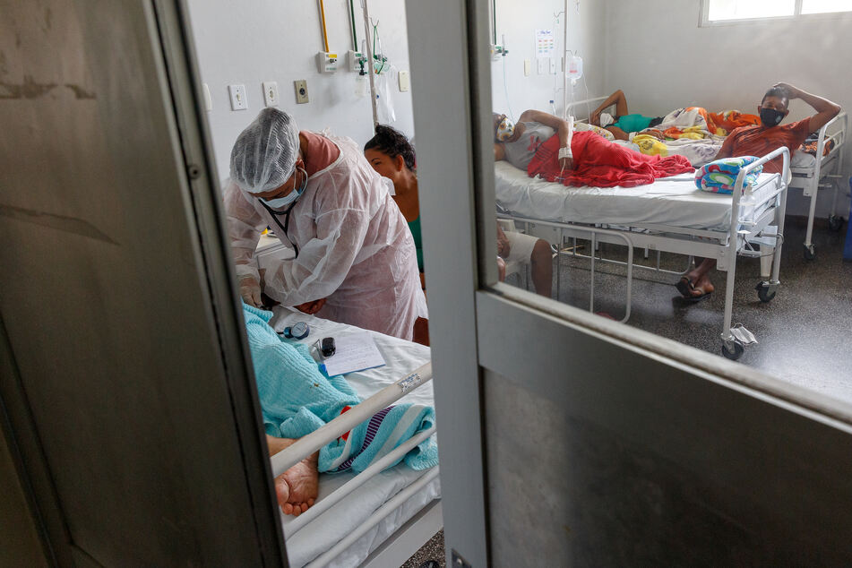 """Covid-19-Patienten in Brasilien. Das Team der """"Ärzte ohne Grenzen"""" warnt davor, Profit über Menschenleben zu stellen."""