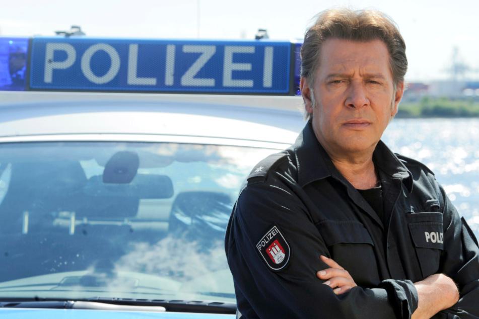 """Jan Fedder († 64) spielte jahrelang die Rolle des Polizisten Dirk Matthies im """"Großstadtrevier"""". (Archivbild)"""