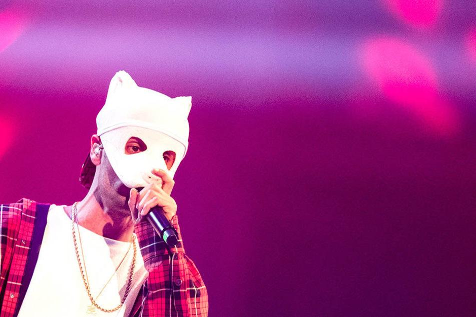 So kennt man den Rapper Cro (28) von seinen Auftritten. Eine Panda-Maske verdeckt seine Gesichtszüge.