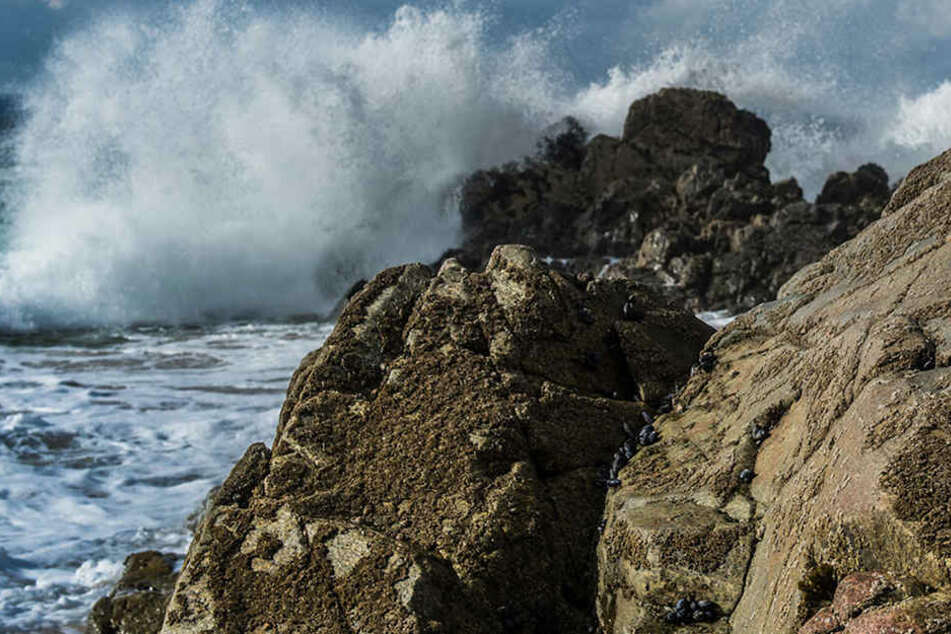 Der Sturm an der französischen Atlantikküste hat am Neujahrstag Schäden und Stromausfälle verursacht.