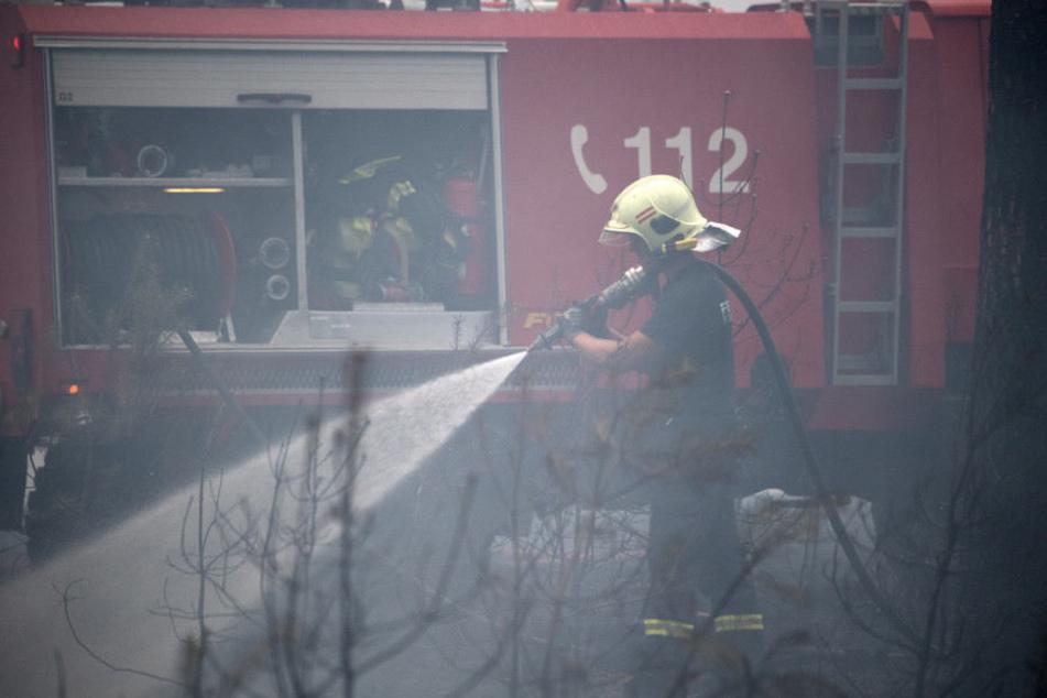 Rund 400 Feuerwehrleute waren am Abend noch im Einsatz.