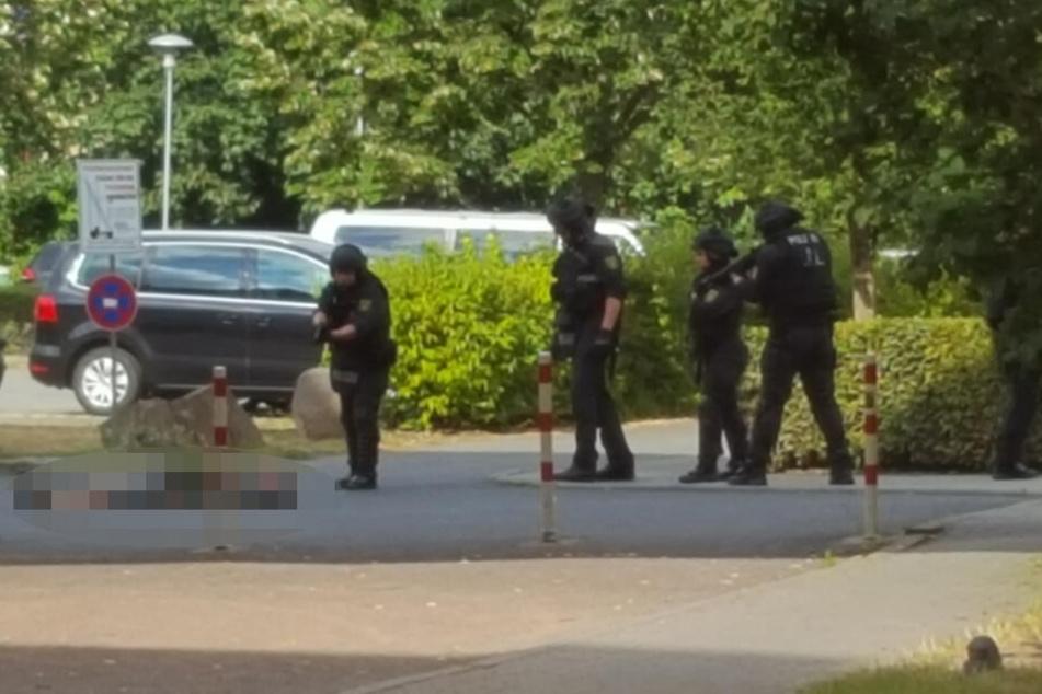 Autoräuber Robert B. (32) wurde am Dienstag von der Polizei im Elbvillenweg niedergeschossen.
