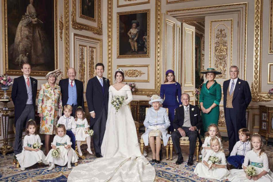 Für Prinzessin Eugenie (28) haben sich die Familienmitglieder zusammengerissen und strahlen gemeinsam in die Kamera.