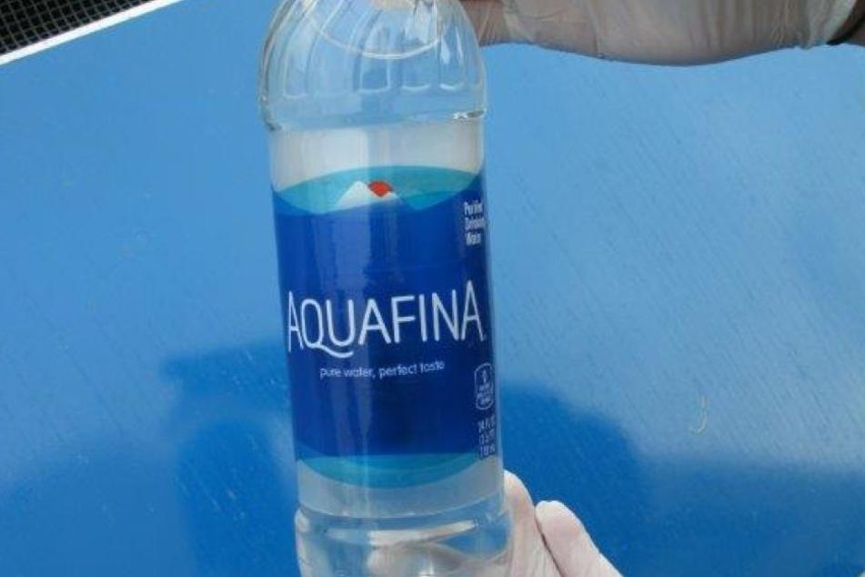 Auf den ersten Blick war an der Flasche nichts ungewöhnliches.