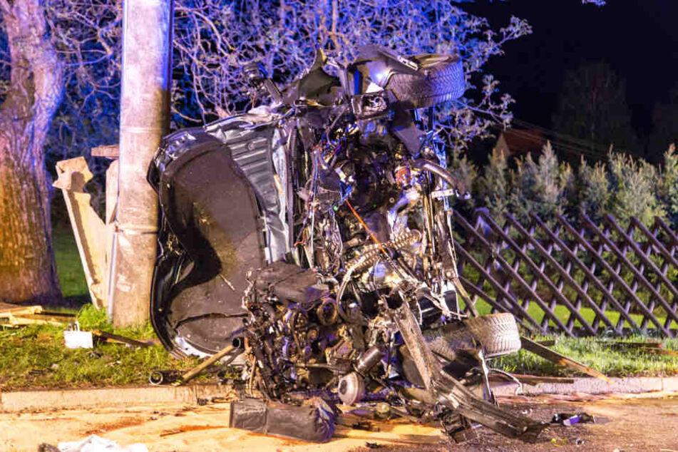 Der Skoda Octavia wurde bei dem schweren Unfall komplett zerstört.