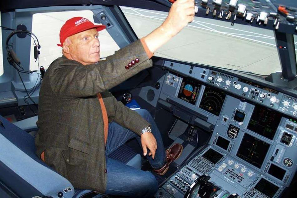 Der ehemalige Formel-1-Weltmeister und Luftfahrtunternehmer Niki Lauda im eines Airbus A319.