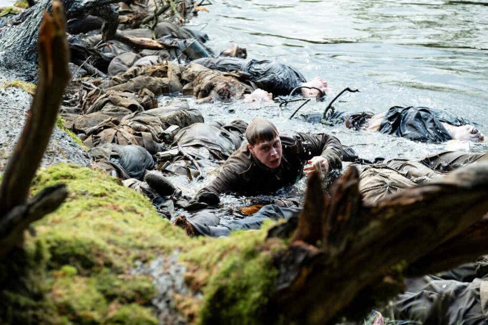 Schofield (George MacKay) muss auf dem Weg zum Ziel im wahrsten Sinne des Wortes über Leichen klettern.