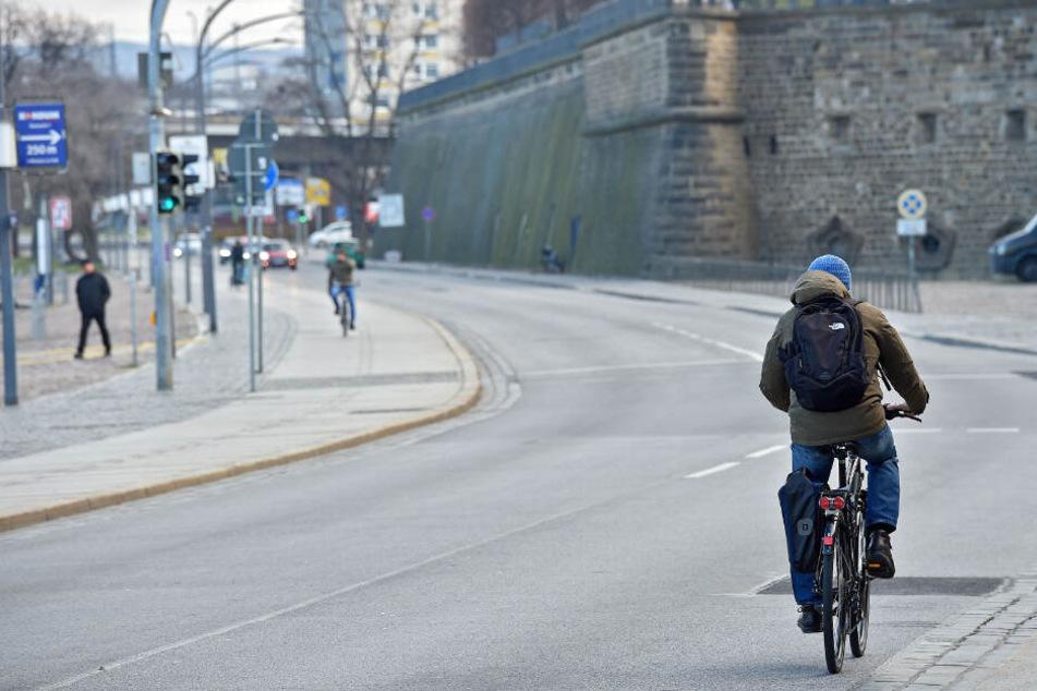 Am Terrassenufer soll in Richtung Johannstadt ein Radweg gebaut werden.