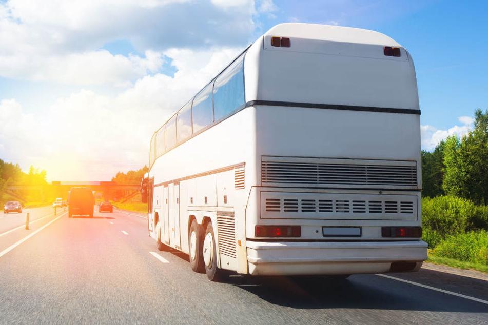 Kaum auszumalen, was hätte passieren können. An dem Bus wurden gravierende Mängel entdeckt. (Symbolbild)