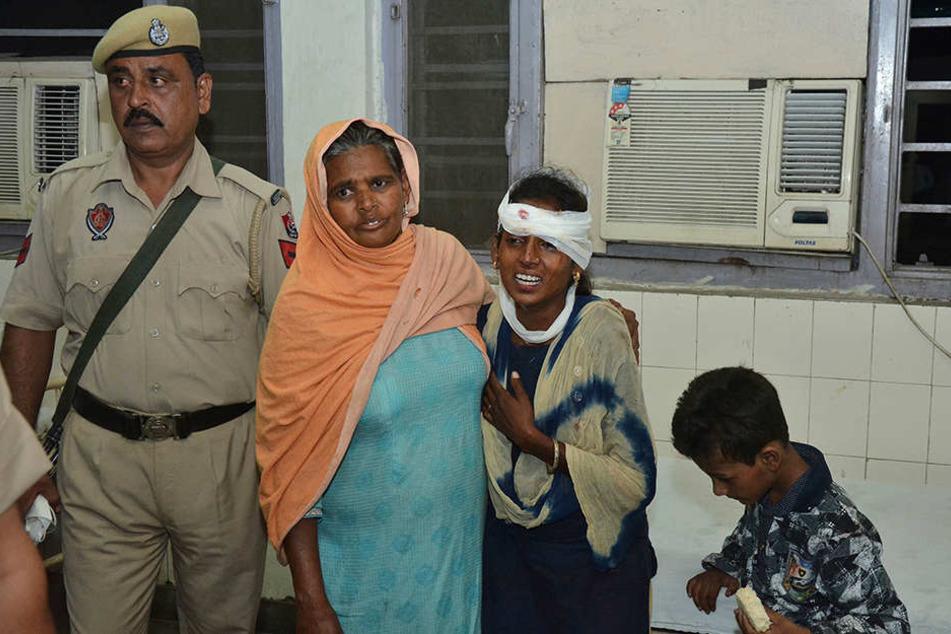 Punjab - Zug rast in Menschenmenge: Duzende Tote in Indien