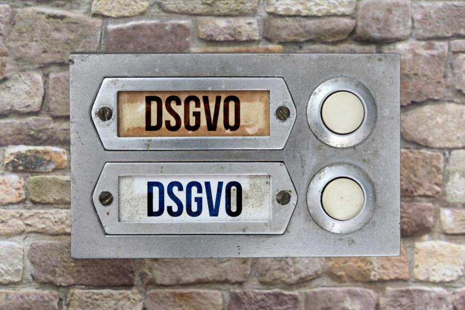 Sind Namen auf Klingelschildern noch erlaubt? Viele sind verunsichert - auch Wohnungsgenossenschaften.