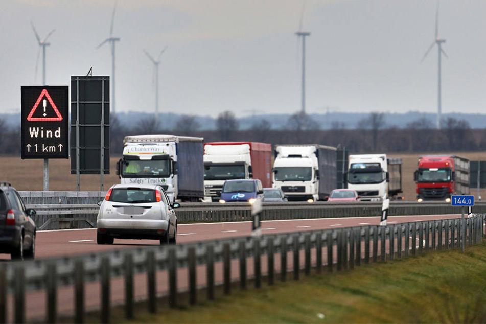 Der 38-Jährige fuhr die Autobahnausfahrt viel zu schnell herunter und bekam deshalb die Kurve nicht (Symbolbild).