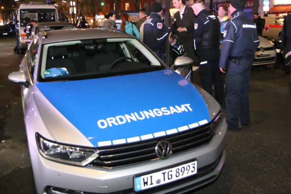 Einer der provisorisch beklebten Wagen des Neuköllner Ordnungsamtes.