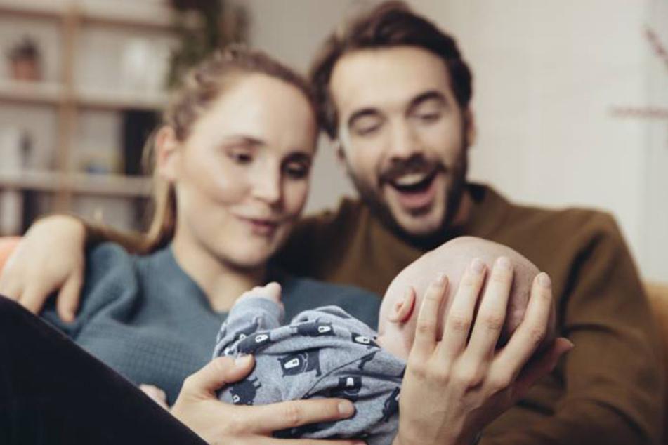 Das erste Kind verändert das Leben komplett. Eltern schenken dem Erstgeborenen meist mehr Aufmerksamkeit.