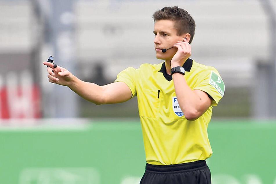 Schiedsrichter Daniel Siebert hatte in Fürth einen recht angenehmen Nachmittag.