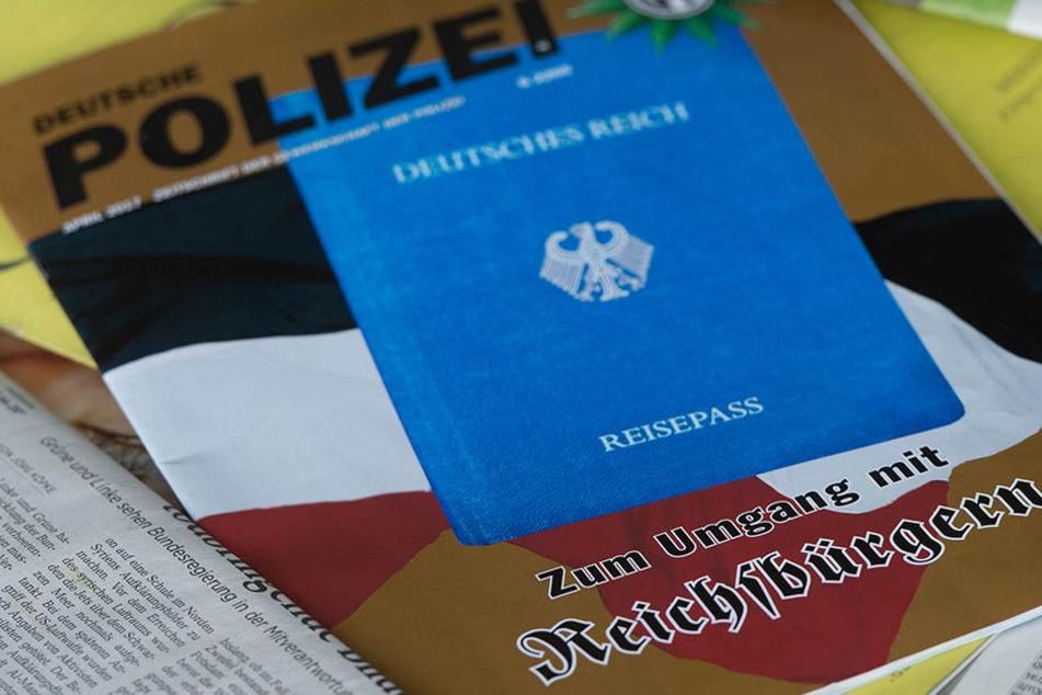 """Der Verfassungsschutz geht von bis zu 10.000 selbst ernannten """"Reichsbürgern"""" aus."""