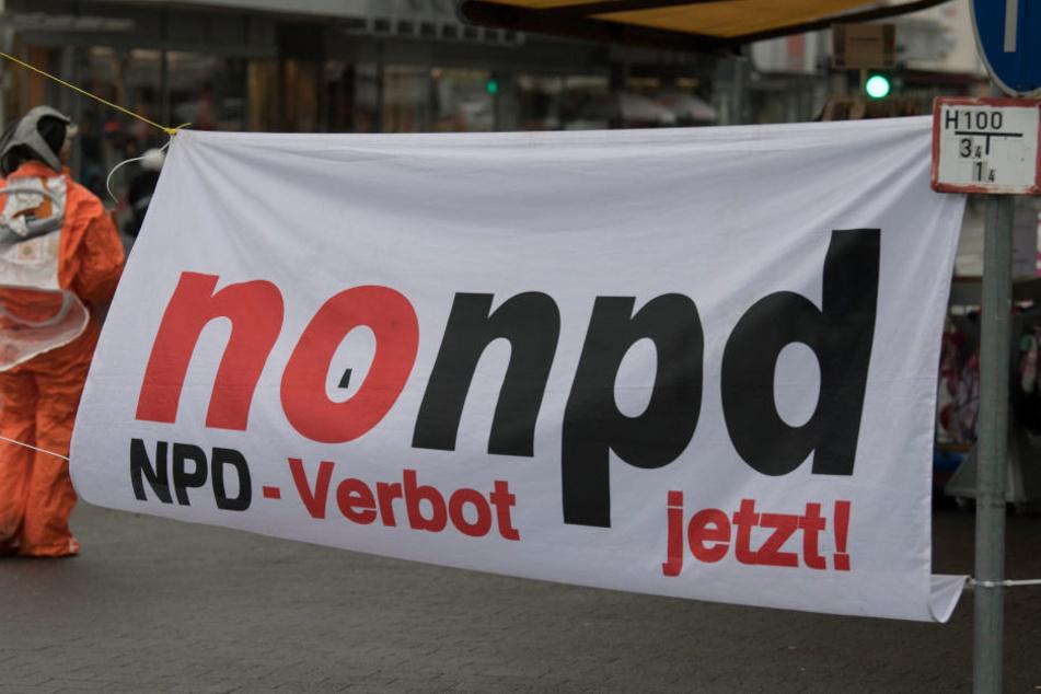 Auch Gegendemonstranten versammelten sich in Büdingen.