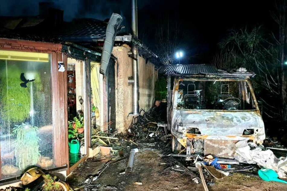 Ein Wohnmobil ist am Samstagabend in Birkenwerder in Brand geraten.