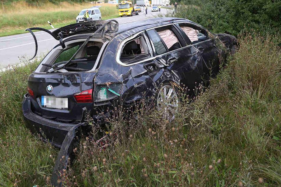 Aus diesem zertrümmerten BMW flüchtete der Mann zu Fuß.