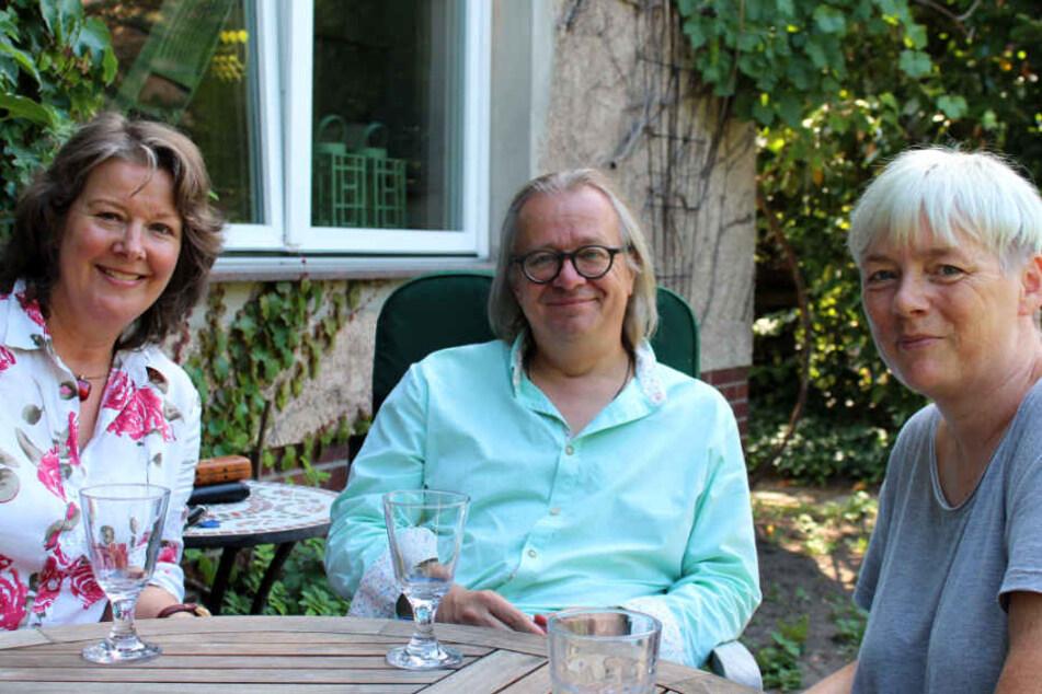 Sommergespräch über Abfallvermeidung und den Wert der Dinge (v.l.) Marion Grages vom Fachbereich Umweltschutz, Holger Rinne und Patricia Sommermann.