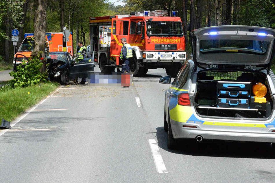 Jede Rettung der Feuerwehr und Polizei kam für den verunglückten Mann zu spät.