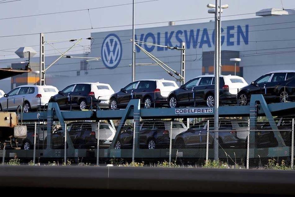 Die Umstellung auf Elektroautos bei VW bringt Zuliefererbetriebe in wirtschaftliche Schwierigkeiten.