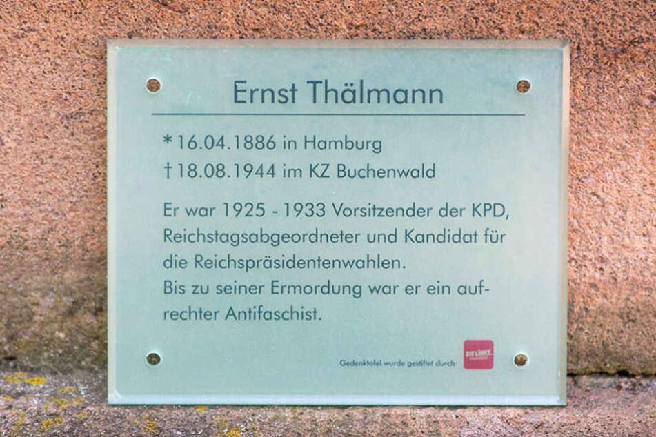 Ein Acrylschild soll über den Politiker Ernst Thälmann aufklären.