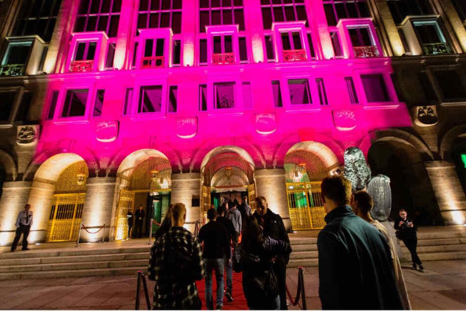 """Die Party im """"größten Club der Stadt"""" (F.) kostete die Stadt fast 150.000 Euro."""