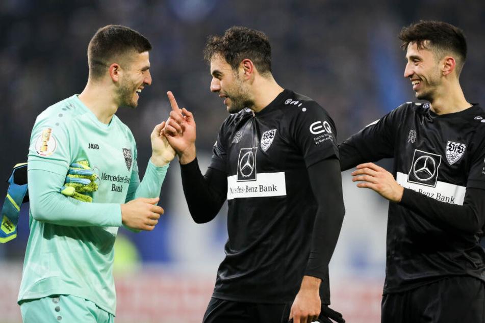 DFB-Pokal am vergangenen Montag (v.l.): Torwart Gregor Kobel, Hamadi Al Ghaddioui und Atakan Karazor freuen sich über ihren Sieg gegen den HSV.
