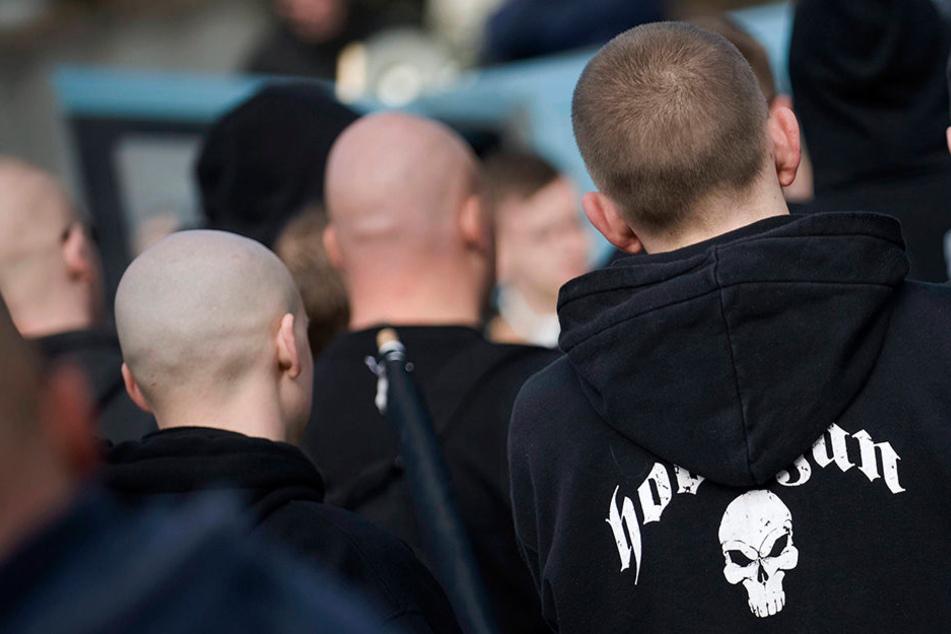 Wegen fremdenfeindlicher Parolen fielen mehrere Männer und Frauen in Oerlinghausen auf. (Symbolbild)