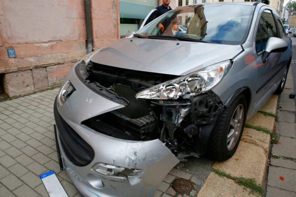 Am Fahrzeug entstand ein hoher Sachschaden.