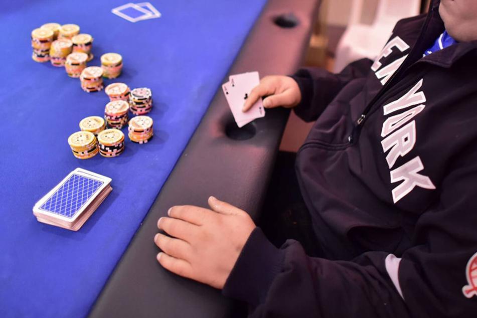 Weil er das Pokerspiel der anderen im Gemeinschaftsraum nicht mehr ertrug, schoss ein 77-Jähriger um sich.