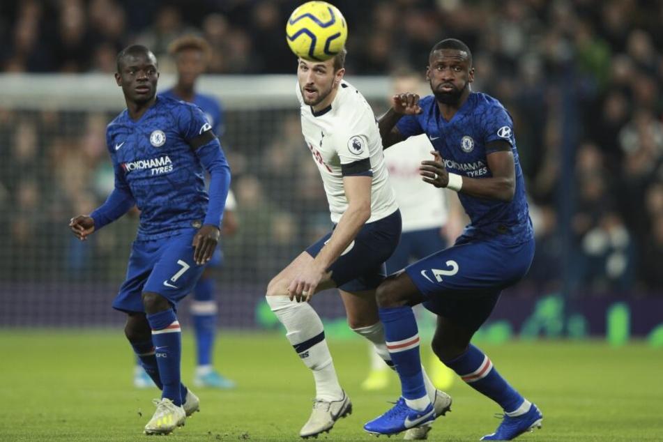 Antonio Rüdiger (r., hier gegen Tottenhams Harry Kane) wurde mehrfach rassistisch beleidigt.