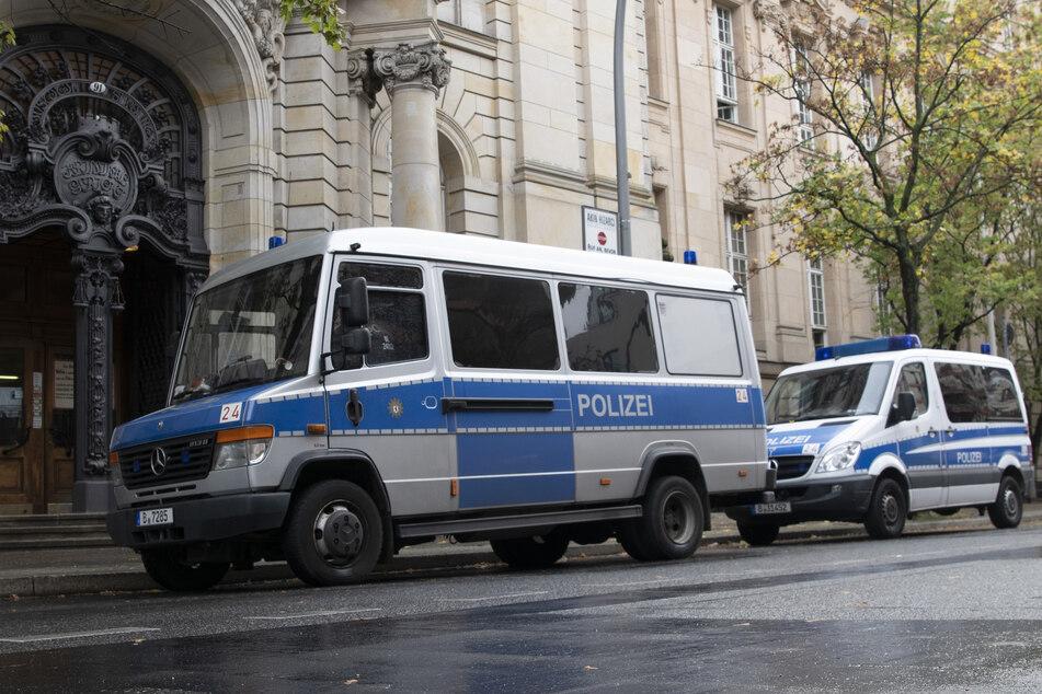 Gerichtsprozesse Berlin: Polizei vor dem Gericht in Moabit.