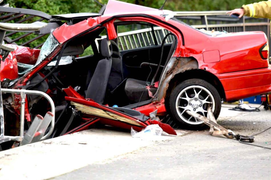 Auf der B96 kam es am Sonntagabend zu einem heftigen Unfall.