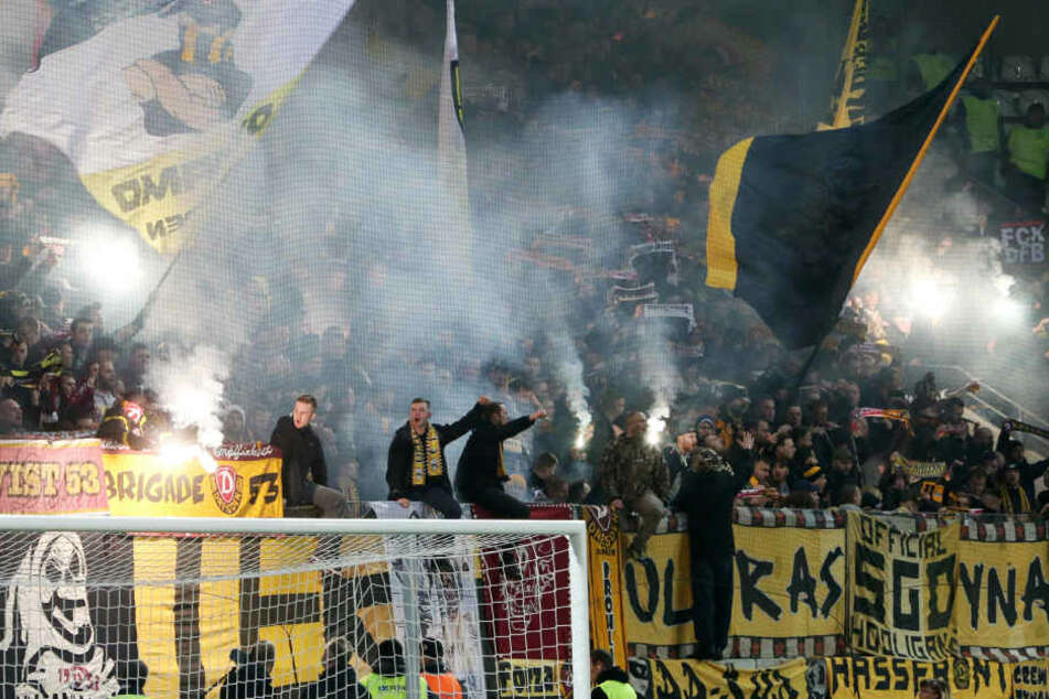 Beim Auswärtsspiel in Aue benahmen sich einige Dynamo-Fans daneben.