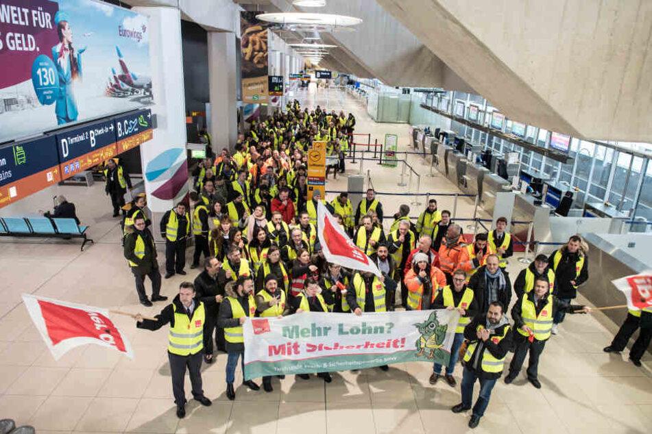 Bereits vergangene Woche hatten die Mitarbeiter am Flughafen Köln/Bonn gestreikt.