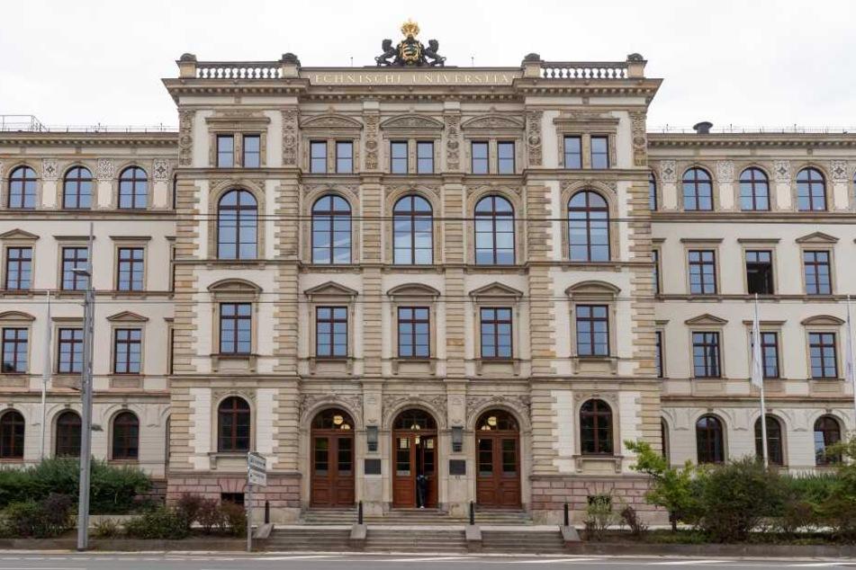 Der Böttcher-Bau der TU Chemnitz in der Straße der Nationen.