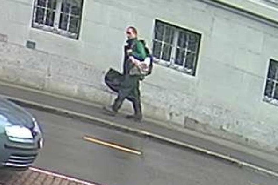 Die Schweizer Polizei veröffentlichte ein weiteres Foto des Mannes.