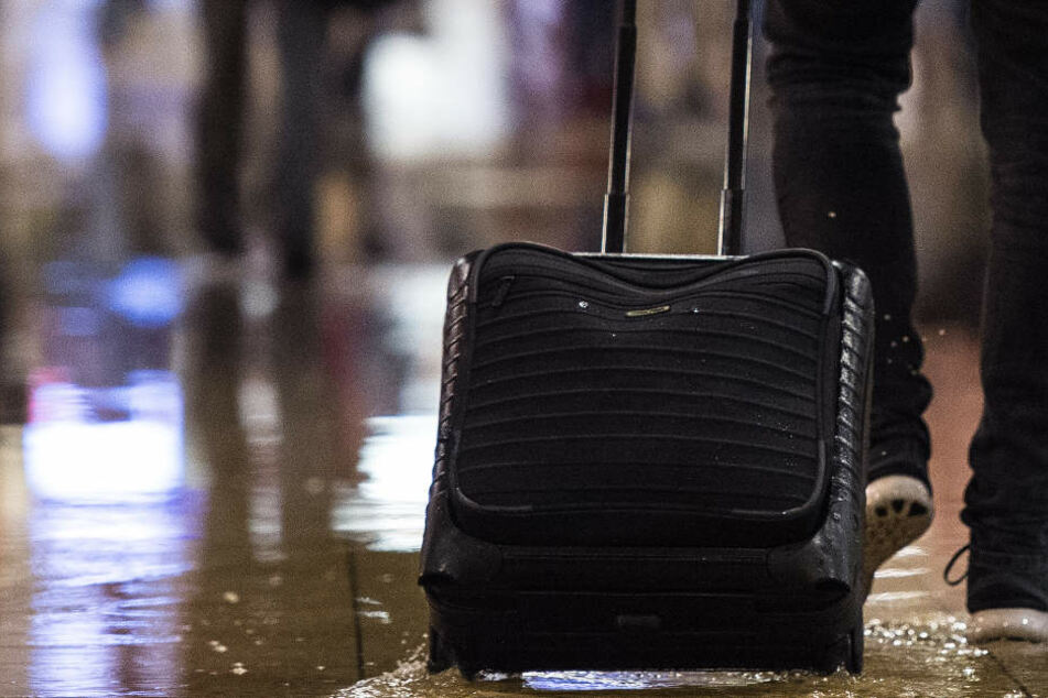 In dem Koffer war viel Bargeld und sehr teurer Schmuck. (Symbolbild)