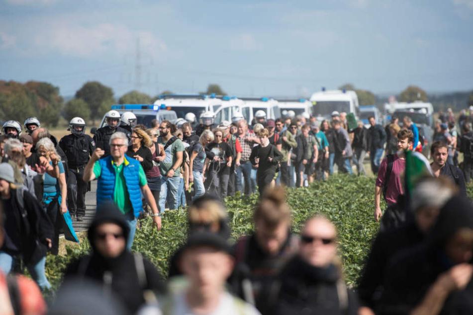 Tausende Menschen kamen am Samstag an den Hambacher Forst.