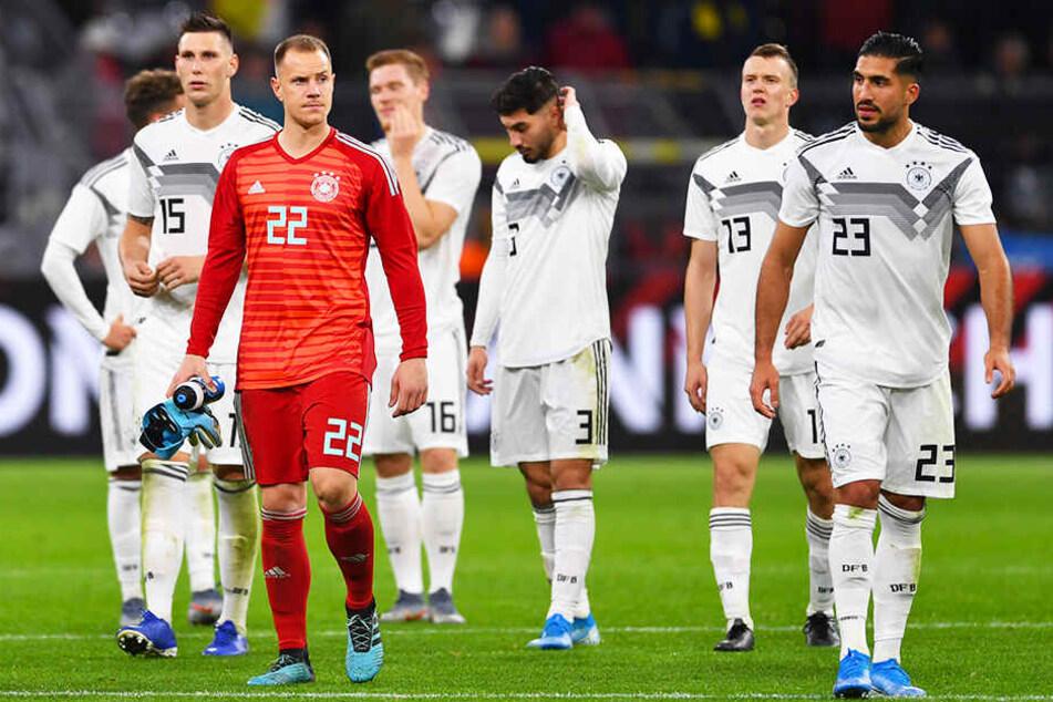 Niedergeschlagene Gesichter kurz nach Abpfiff: Das DFB-Team gab gegen Argentinien einen 2:0-Vorsprung noch aus der Hand.
