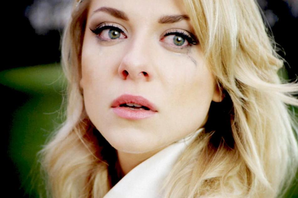 Traumhochzeit geplatzt? am vermeintlich schönsten Tag ihres Lebens bricht Braut Sunny (Valentina Pahde) in Tränen aus.