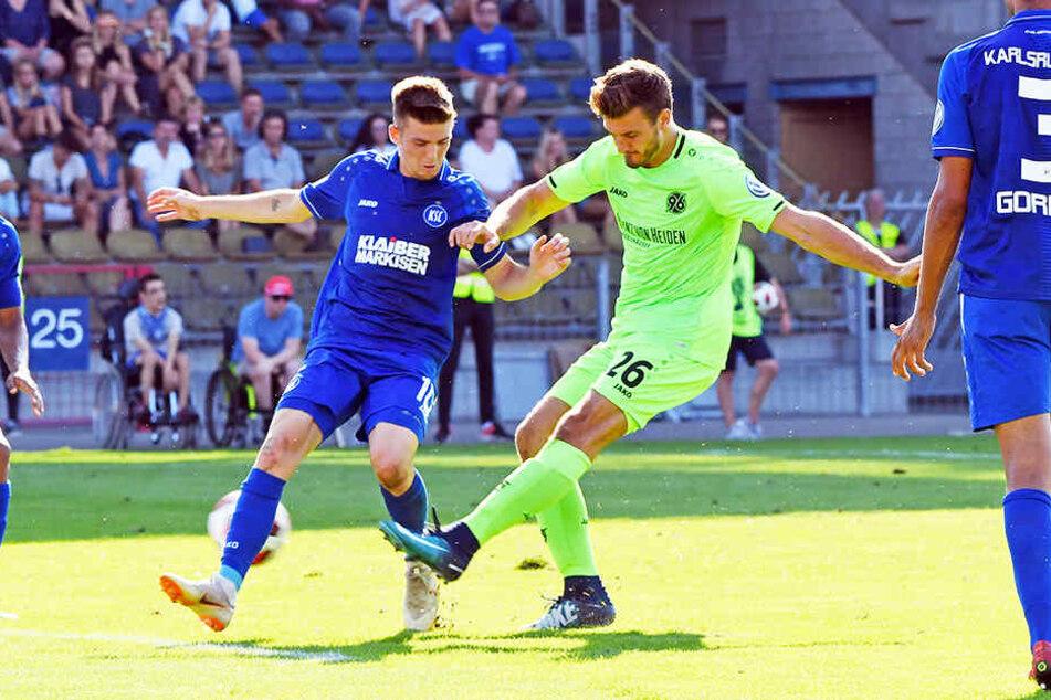 Traf bereits im DFB-Pokal in Karlsruhe doppelt für Hannover 96: Hendrik Weydandt.